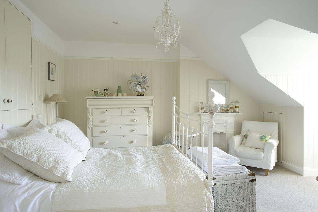 Комната в белом цвете фото